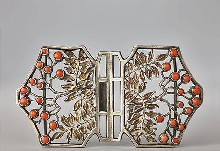Fred Dunn & Co., München, Gürtelschließe, um 1903/04 Silber, teilweise vergoldet, Korallen, © Sammlung Ratz-Coradazzi, Foto: Wolfgang Fuhrmannek, HLMD