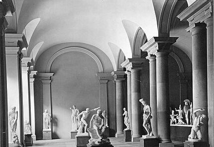 Aus dem Archiv des HLMD: Gipssaal, Großer Saal, 1906