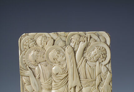 Fragment einer Himmelfahrt Christi, Anfang 9. Jh., Elfenbein