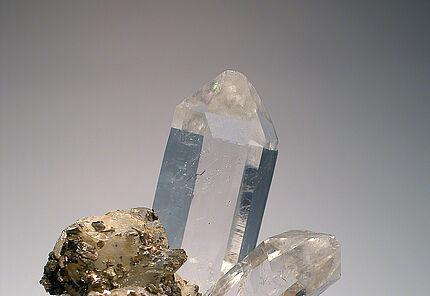 Bergkristall in Paragenese mit Pyrrhotin und Siderit, Minas Gerais, Dudeste, HLMD-RP-166, Foto: W. Fuhrmannek, HLMD