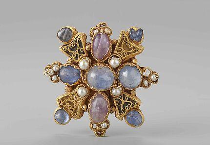 Mainzer Tassel, Rheinland, Ende 10. Jahrhundert, Gold, Saphire, Amethyste, Perlen, Glas, Foto: W. Fuhrmannek, HLMD
