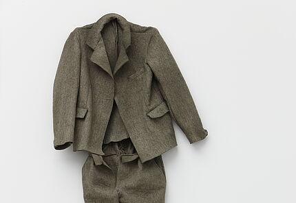 Joseph Beuys, Filzanzug, 1970, Block Beuys, Raum 2 © Hessisches Landesmuseum Darmstadt,VG Bild-Kunst, Bonn, 2020, Foto: Wolfgang Fuhrmannek, HLMD