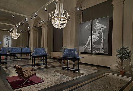 """Ausstellungsansicht """"Alltagstauglich! Schmuck von Jugendstil bis Art Déco"""", Foto: Wolfgang Fuhrmannek, HLMD"""