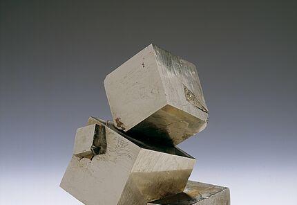 Pyrit, HLMD-Min-517, Spanien  ©Hessisches Landesmuseum Darmstadt  Foto: Wolfgang Fuhrmannek